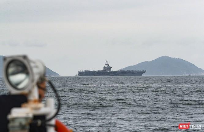 Cận cảnh sức mạnh tàu sân bay USS Theodore Roosevelt của Hải quân Hoa Kỳ ở Đà Nẵng ảnh 19