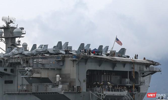 Cận cảnh sức mạnh tàu sân bay USS Theodore Roosevelt của Hải quân Hoa Kỳ ở Đà Nẵng ảnh 8