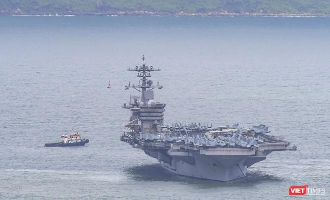 Cận cảnh sức mạnh tàu sân bay USS Theodore Roosevelt của Hải quân Hoa Kỳ ở Đà Nẵng ảnh 22