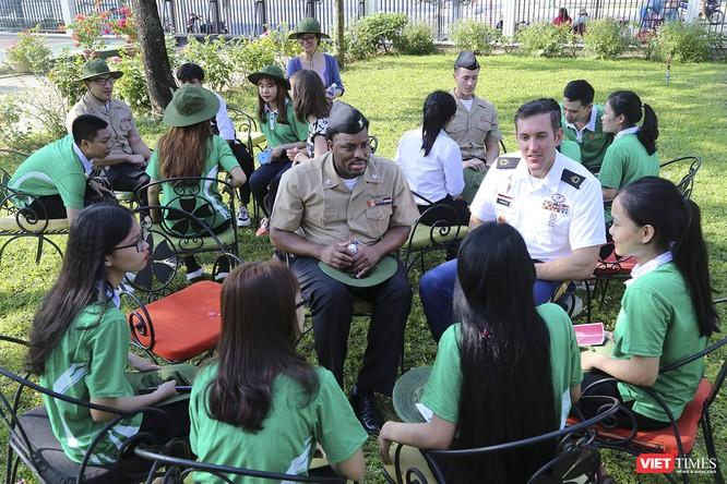Thủy thủ tàu sân bay USS Theodore Roosevelt giao lưu ngôn ngữ với sinh viên Đà Nẵng ảnh 5