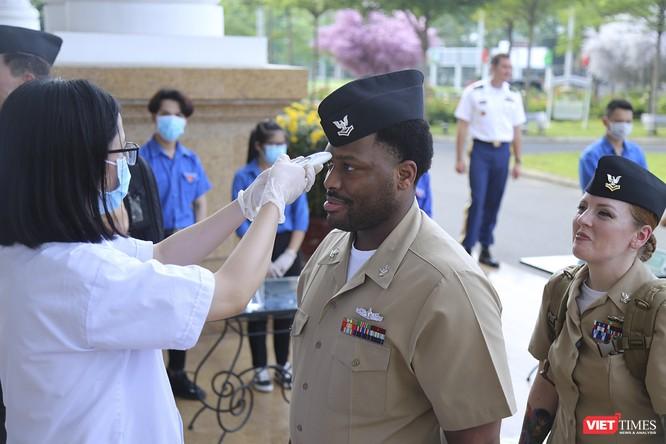 Thủy thủ tàu sân bay USS Theodore Roosevelt giao lưu ngôn ngữ với sinh viên Đà Nẵng ảnh 3