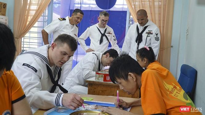 Toàn cảnh chuyến thăm của đội tàu USS Theodore Roosevelt (CVN-71) ở Đà Nẵng ảnh 28