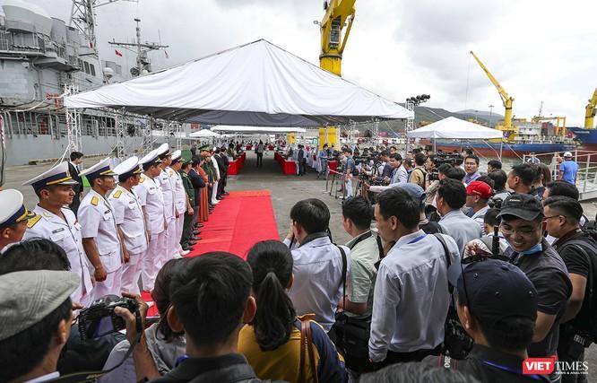 Toàn cảnh chuyến thăm của đội tàu USS Theodore Roosevelt (CVN-71) ở Đà Nẵng ảnh 8