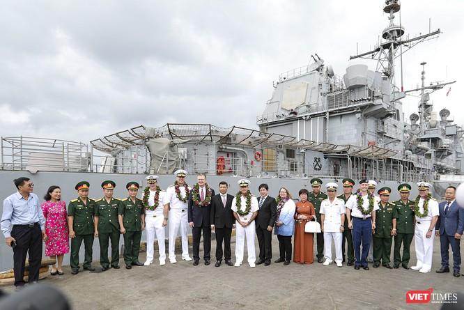 Toàn cảnh chuyến thăm của đội tàu USS Theodore Roosevelt (CVN-71) ở Đà Nẵng ảnh 11