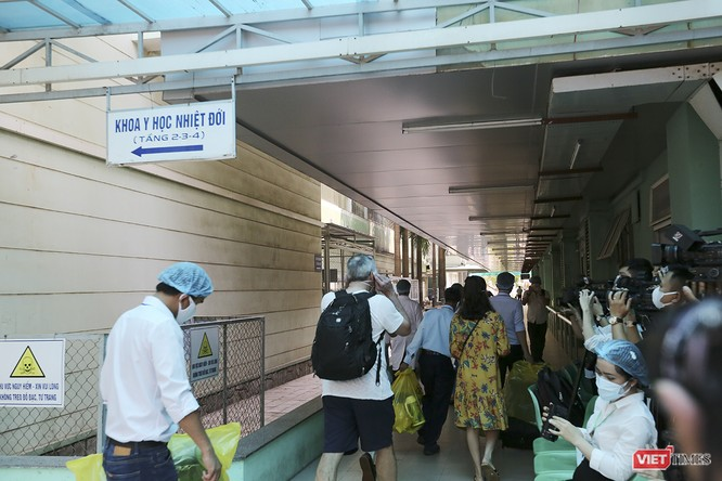 Đà Nẵng: 3 bệnh nhân mắc COVID-19 xuất viện ảnh 13