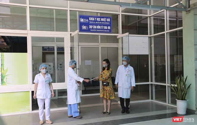 Đà Nẵng: 3 bệnh nhân mắc COVID-19 xuất viện ảnh 7