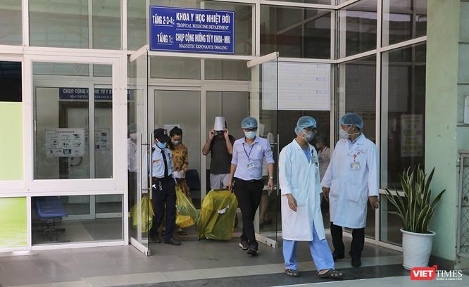 Đà Nẵng: 3 bệnh nhân mắc COVID-19 xuất viện ảnh 9