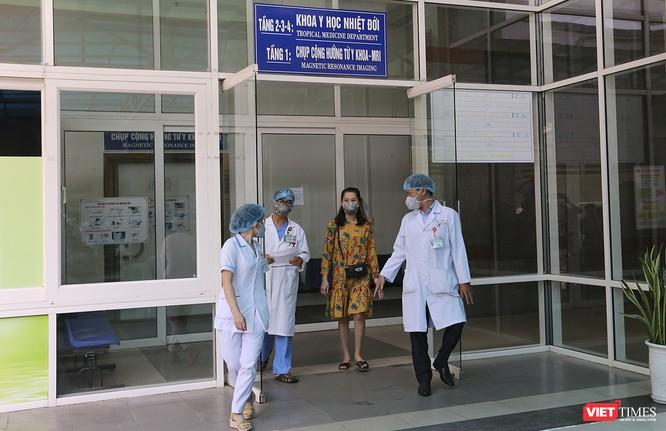 Bệnh viện Đà Nẵng làm gì để kiểm soát lây nhiễm chéo trong điều trị COVID-19? ảnh 1