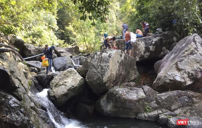 Đà Nẵng: Phạt 23 người trốn chốt kiểm soát dịch COVID-19 vào rừng đi phượt ảnh 1