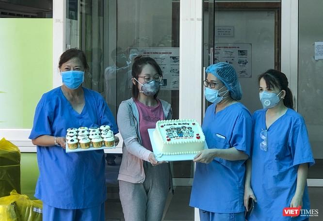 Ảnh: Bệnh nhân mắc COVID-19 thứ 135 điều trị ở Đà Nẵng xuất viện sáng nay ảnh 5