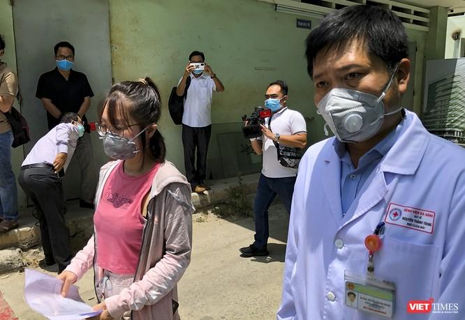 Ảnh: Bệnh nhân mắc COVID-19 thứ 135 điều trị ở Đà Nẵng xuất viện sáng nay ảnh 7