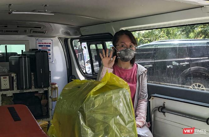Ảnh: Bệnh nhân mắc COVID-19 thứ 135 điều trị ở Đà Nẵng xuất viện sáng nay ảnh 8
