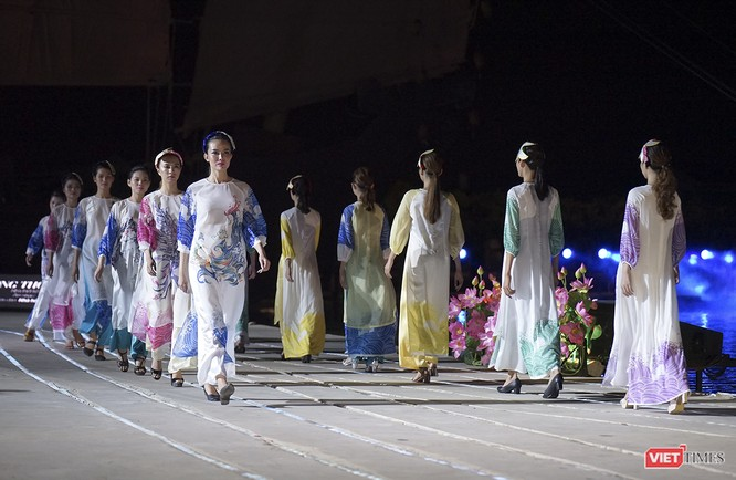 Hội An: Dùng sân khấu công nghệ mới dài 1km kết nối giá trị di sản thế giới với áo dài Việt Nam ảnh 3
