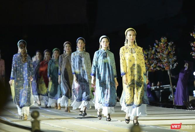 Hội An: Dùng sân khấu công nghệ mới dài 1km kết nối giá trị di sản thế giới với áo dài Việt Nam ảnh 5