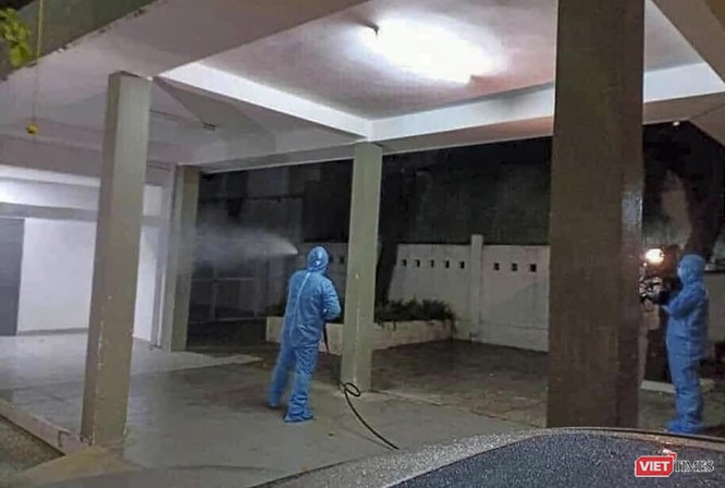 Ảnh: Bộ đội Phòng hóa phun hóa chất khử trùng hai bệnh viện ở Đà Nẵng ảnh 5