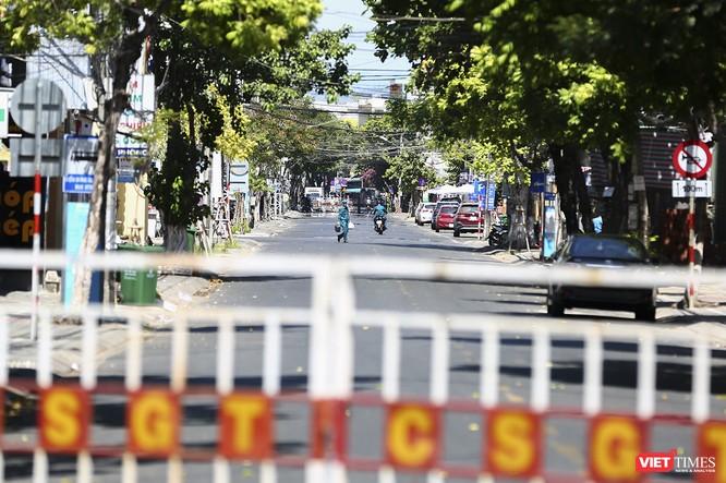 Ảnh: Ngày đầu khu vực phong tỏa dịch COVID-19 ở Đà Nẵng ra sao? ảnh 13