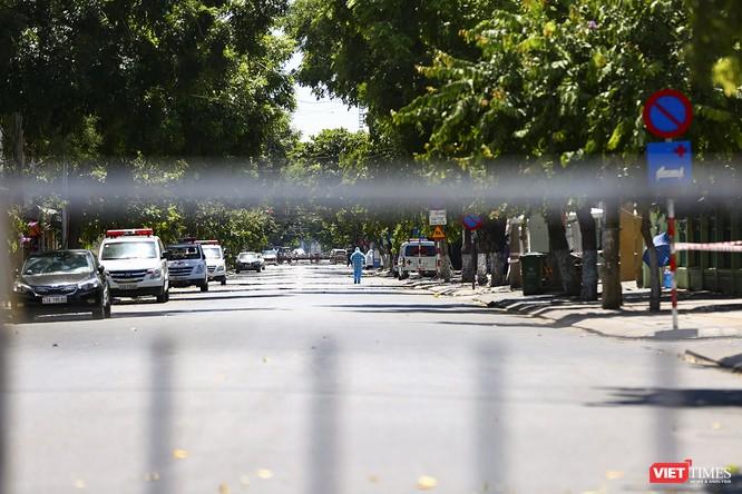 Ảnh: Ngày đầu khu vực phong tỏa dịch COVID-19 ở Đà Nẵng ra sao? ảnh 17