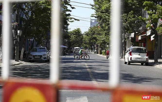 Ảnh: Ngày đầu khu vực phong tỏa dịch COVID-19 ở Đà Nẵng ra sao? ảnh 4