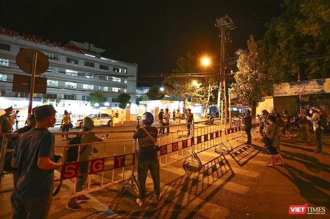Ảnh: Đà Nẵng chính thức phong tỏa 3 bệnh viện để phòng COVID-19 ảnh 14