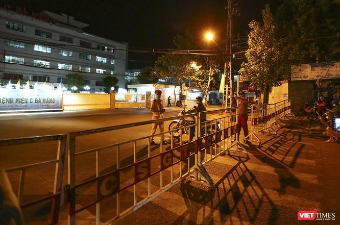 Ảnh: Đà Nẵng chính thức phong tỏa 3 bệnh viện để phòng COVID-19 ảnh 16
