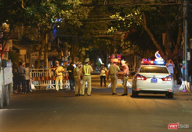 Ảnh: Đà Nẵng chính thức phong tỏa 3 bệnh viện để phòng COVID-19 ảnh 11