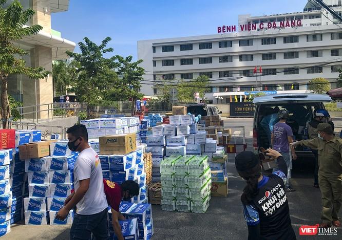 Ảnh: Tình người Đà Nẵng qua những chuyến hàng ủng hộ bác sĩ nơi tuyến đầu chống dịch ảnh 3