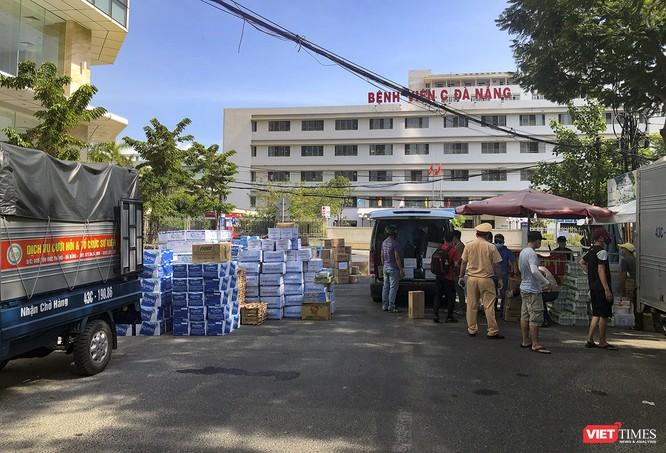 Ảnh: Tình người Đà Nẵng qua những chuyến hàng ủng hộ bác sĩ nơi tuyến đầu chống dịch ảnh 2