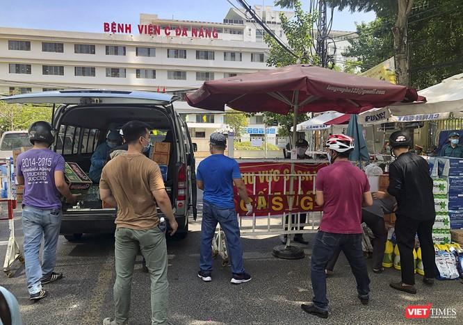 Ảnh: Tình người Đà Nẵng qua những chuyến hàng ủng hộ bác sĩ nơi tuyến đầu chống dịch ảnh 19