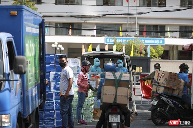 Ảnh: Tình người Đà Nẵng qua những chuyến hàng ủng hộ bác sĩ nơi tuyến đầu chống dịch ảnh 7