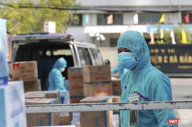 Ảnh: Tình người Đà Nẵng qua những chuyến hàng ủng hộ bác sĩ nơi tuyến đầu chống dịch ảnh 13