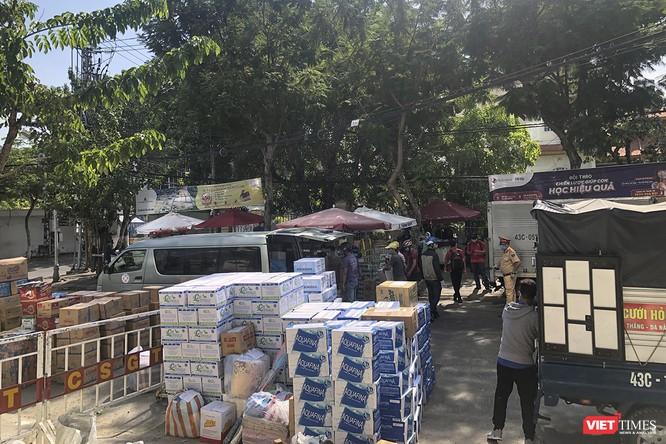 Ảnh: Tình người Đà Nẵng qua những chuyến hàng ủng hộ bác sĩ nơi tuyến đầu chống dịch ảnh 4