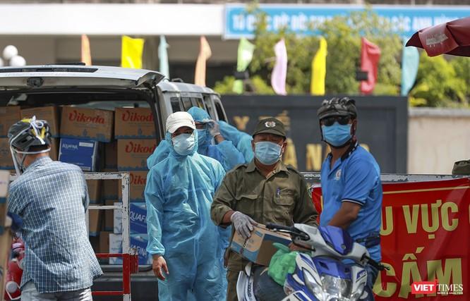 Ảnh: Tình người Đà Nẵng qua những chuyến hàng ủng hộ bác sĩ nơi tuyến đầu chống dịch ảnh 15