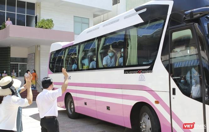 Ảnh: Đoàn cán bộ Y tế tỉnh Bình Định lên đường chi viện cho Đà Nẵng chống dịch COVID-19 ảnh 11