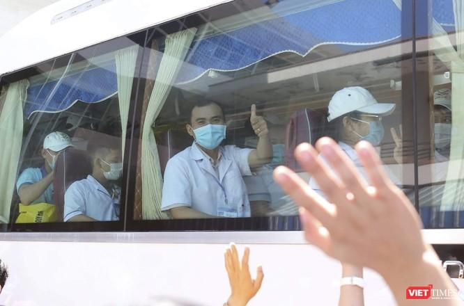 Ảnh: Đoàn cán bộ Y tế tỉnh Bình Định lên đường chi viện cho Đà Nẵng chống dịch COVID-19 ảnh 12
