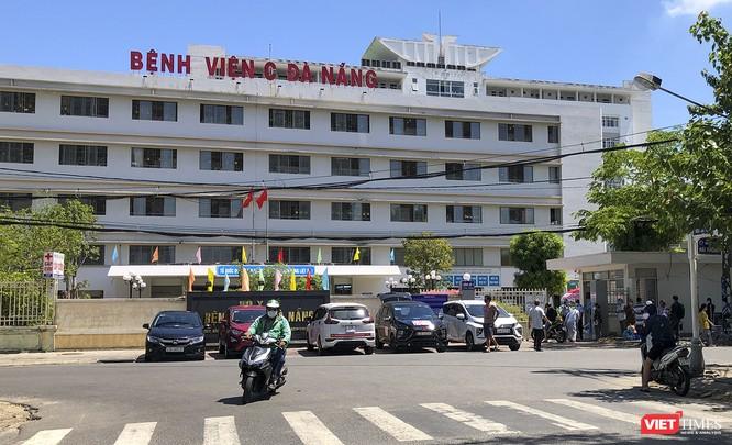 Ảnh: Ngày đầu tiên Bệnh viện C Đà Nẵng dỡ bỏ lệnh phong tỏa ảnh 1