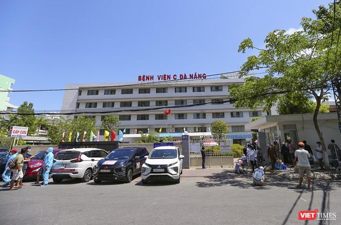 Ảnh: Ngày đầu tiên Bệnh viện C Đà Nẵng dỡ bỏ lệnh phong tỏa ảnh 13