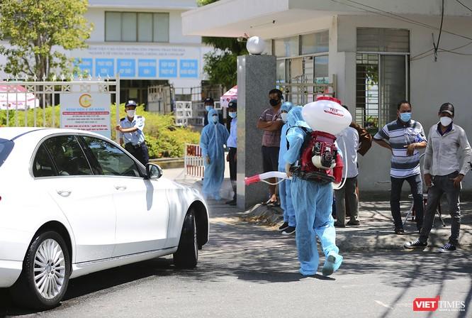 Ảnh: Ngày đầu tiên Bệnh viện C Đà Nẵng dỡ bỏ lệnh phong tỏa ảnh 6