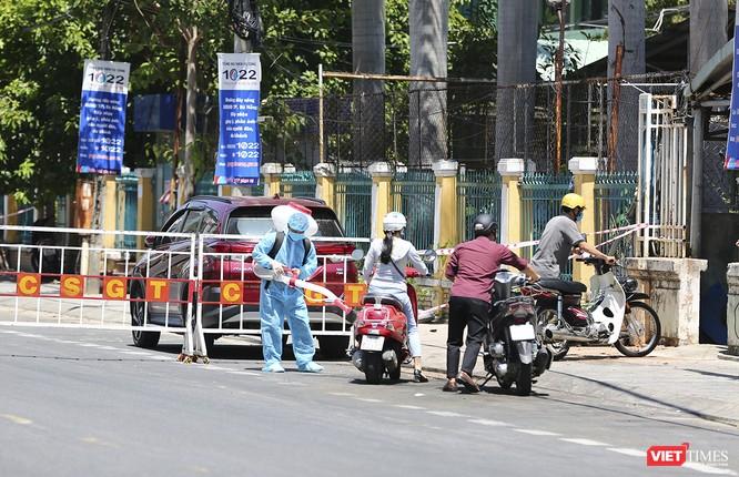 Ảnh: Ngày đầu tiên Bệnh viện C Đà Nẵng dỡ bỏ lệnh phong tỏa ảnh 7