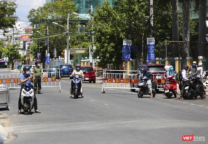 Ảnh: Ngày đầu tiên Bệnh viện C Đà Nẵng dỡ bỏ lệnh phong tỏa ảnh 10