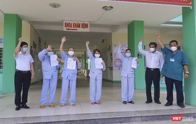 Thêm 10 bệnh nhân mắc COVID-19 ở Đà Nẵng xuất viện ảnh 1