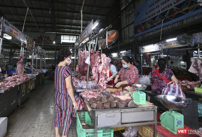 Ảnh: Ngày đầu tiên người dân Đà Nẵng đi chợ bằng phiếu để phòng COVID-19 ảnh 11
