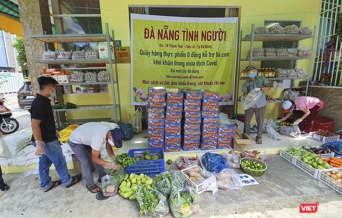 """Ảnh: Ấm lòng """"chợ thực phẩm 0 đồng"""" hỗ trợ người dân ở Đà Nẵng ảnh 2"""