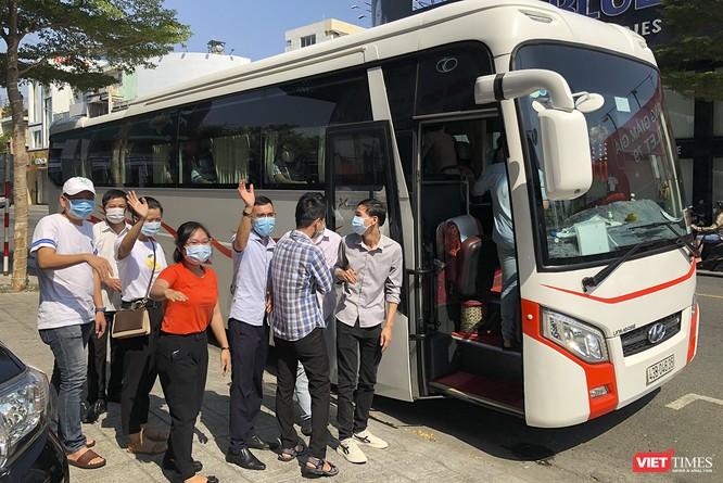 Ảnh: Đoàn bác sỹ tình nguyện Thừa Thiên Huế, Bình Định chia tay Đà Nẵng ảnh 8