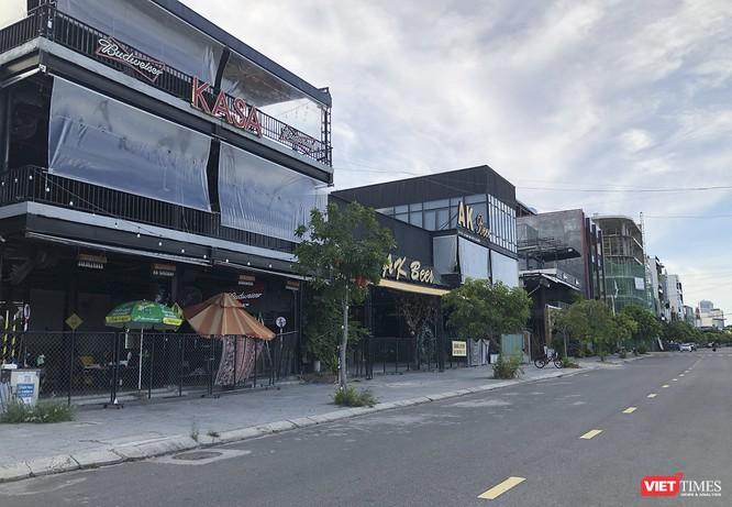 Đà Nẵng: Nhà hàng, bãi biển chuẩn bị ra sao trước giờ dỡ lệnh giãn cách ảnh 2