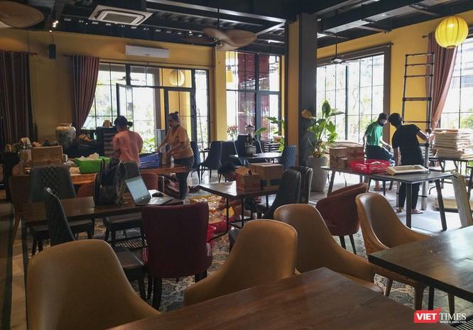 Đà Nẵng: Nhà hàng, bãi biển chuẩn bị ra sao trước giờ dỡ lệnh giãn cách ảnh 1