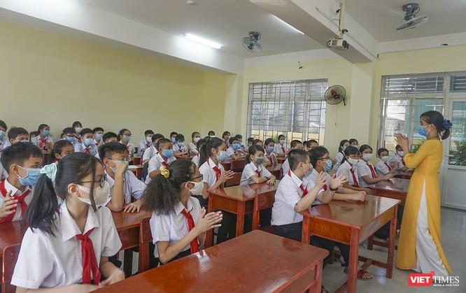 Ngày đầu học sinh ở Đà Nẵng trở lại trường sau thời gian giãn cách do COVID-19 ảnh 2