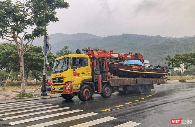 Bão số 5 cận kề, Đà Nẵng khẩn trương đưa tàu thuyền lên bờ tránh trú ảnh 10