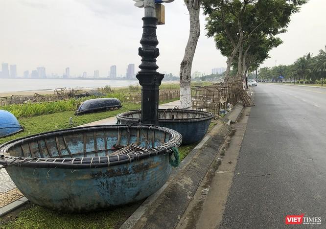 Bão số 5 cận kề, Đà Nẵng khẩn trương đưa tàu thuyền lên bờ tránh trú ảnh 17