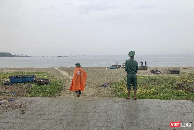 Bão số 5 cận kề, Đà Nẵng khẩn trương đưa tàu thuyền lên bờ tránh trú ảnh 13