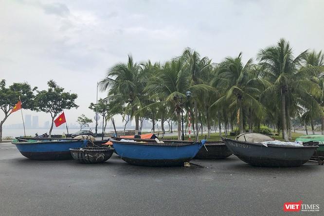 Bão số 5 cận kề, Đà Nẵng khẩn trương đưa tàu thuyền lên bờ tránh trú ảnh 12